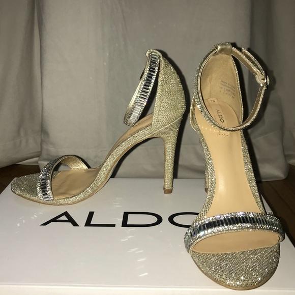 c0078f9d1 Aldo Sevoredia Size 7 Gold Glitter Sandals